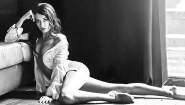 «Каждая женщина по-своему прекрасна». Олимпийская чемпионка сразила сексуальным черно-белым фото