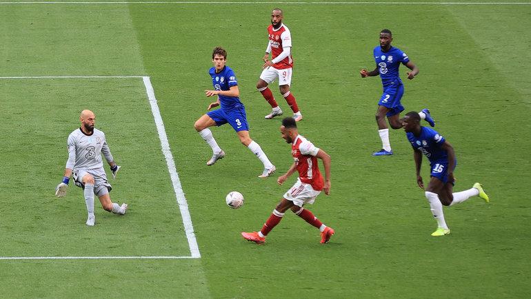 1августа. Лондон. «Арсенал»— «Челси»— 2:1. Победный гол автора дубля Пьера-Эмерика Обамеянга. Фото Reuters