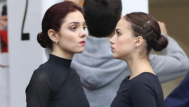 Евгения Медведева (слева) иАлина Загитова. Фото Александр Федоров, «СЭ» / Canon EOS-1D X Mark II