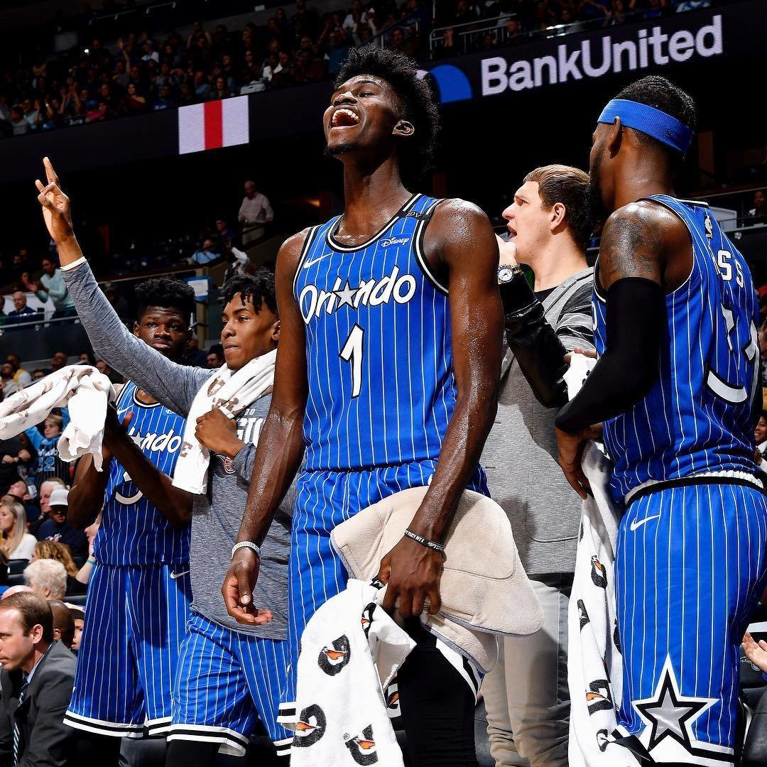 Звезду НБА захейтили после порванных «крестов»: Айзеку припомнили, что онотказался вставать наодно колено