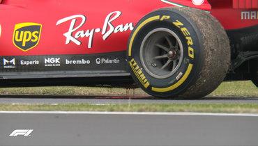 Хэмилтон показал лучший результат вовторой практике «Гран-при 70-летия «Формулы-1», Феттель сошел из-за поломки двигателя