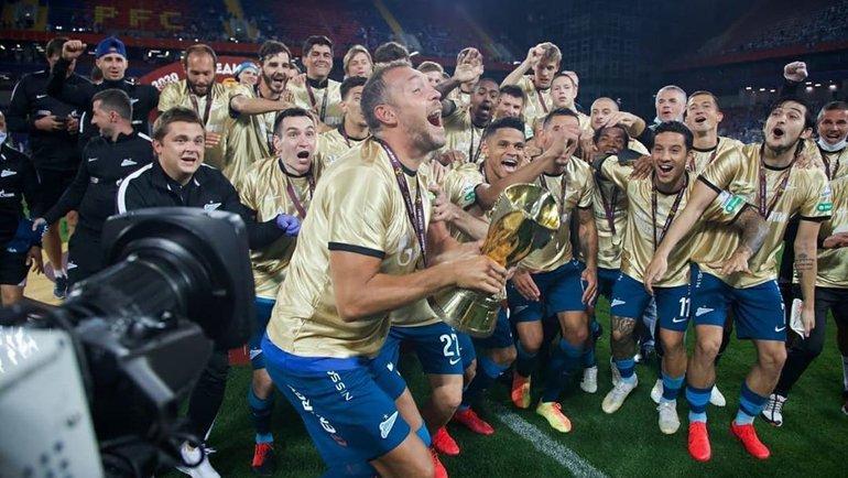 Артем Дзюба (вцентре) вместе скомандой празднует победу вСуперкубке России. Фото Instagram