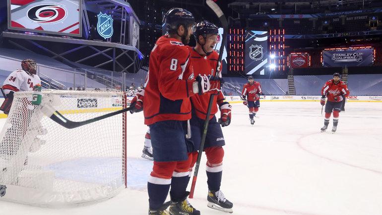 Александр Овечкин иЕвгений Кузнецов. Фото USA Today Sports