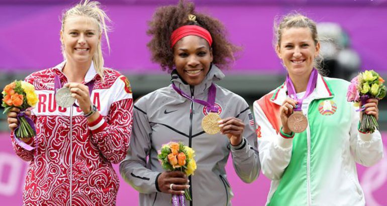 Мария ШАРАПОВА, Серена УИЛЬЯМС и Виктория АЗАРЕНКА на пьедестале Олимпийских игр в Лондоне.