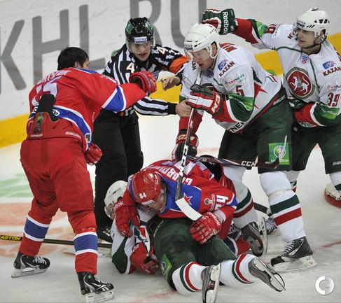 Павел Дацюк против Ильи Никулина.