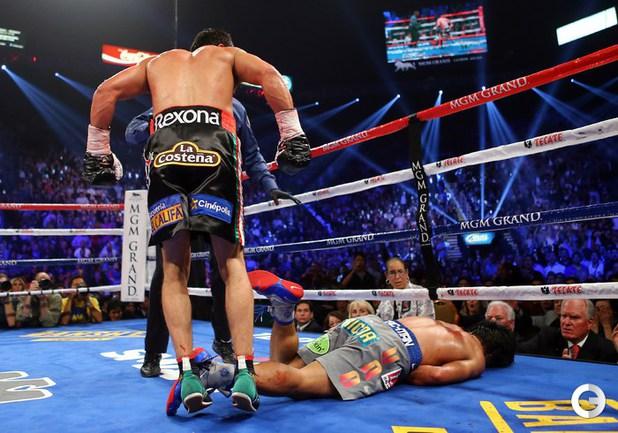 8 декабря. Лас-Вегас. Вес – до 66,7 кг. Хуан Мануэль МАРКЕС (Мексика) нокаутировал в 6-ом раунде Мэнни ПАКИАО (Филиппины). Фото AFP.