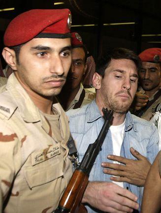 12 ноября. Эр-Рияд. Лучшего футболиста мира Лео МЕССИ встречают в Саудовской Аравии. Фото AFP.