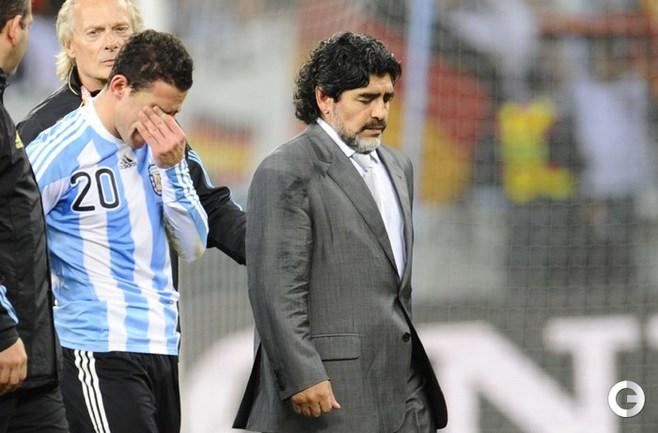 Грусть МАРАДОНЫ после поражения в четвертьфинале Чемпионата мира сбороной Германии.