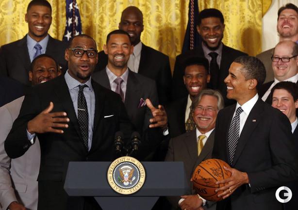 "Лидер ""Майами"" Леброн ДЖЕЙМС (слева) и президент США Барак ОБАМА."