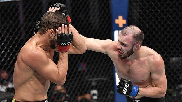 Роман Богатов (справа). Фото UFC