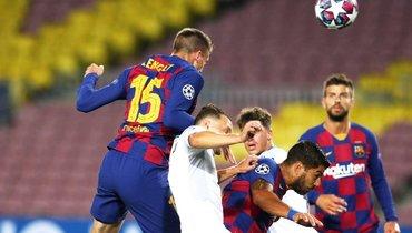 «Барселона» затайм забила три гола вворота «Наполи» ивышла вчетвертьфинал Лиги чемпионов