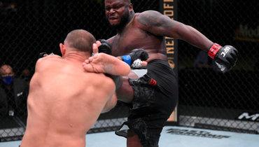 Льюис нокаутировал Олейника вглавном бою турнира UFC