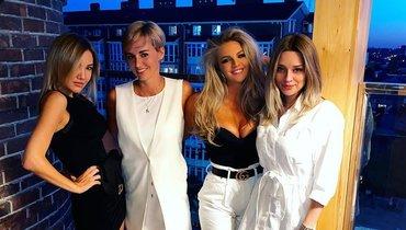 Жены Песьякова, Карпина, Бабурина иИонова показали стильное фото. Здесь красиво все