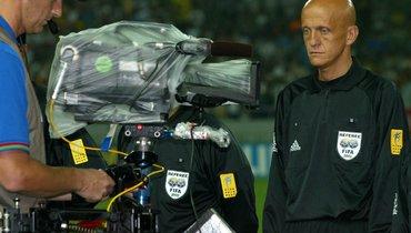 Арбитр ФИФА предложил крепить карбитрам видеокамеры