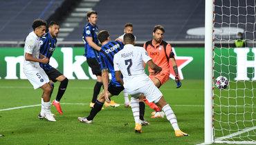 «ПСЖ» вырвал победу у «Аталанты» вчумовой концовке ивышел вполуфинал Лиги чемпионов