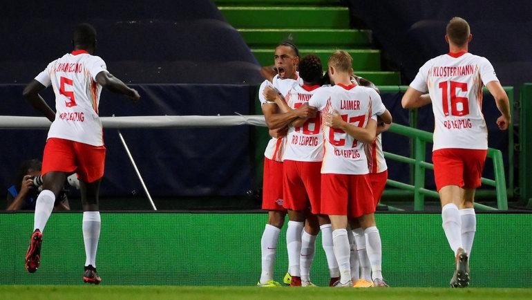 13августа. Лиссабон. «Лейпциг»— «Атлетико»— 2:1. Игроки немецкой команды празднуют взятие ворот. Фото Reuters