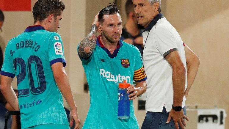 Нападающий «Барселоны» Лионель Месси (вцентре) иглавный тренер команды Кике Сетьен. Фото Reuters