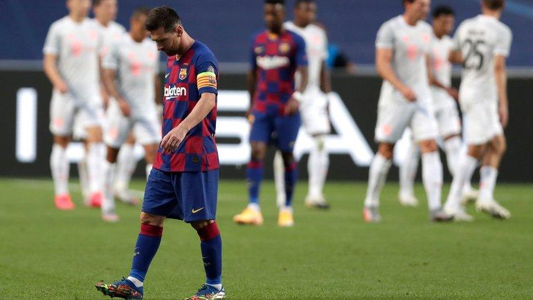 14августа. Лиссабон. «Барселона»— «Бавария»— 2:8. Лионель Месси нафоне радости мюнхенцев— вовсе ненаоборот. Фото AFP