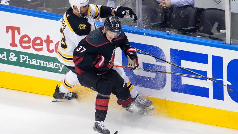 15августа. Торонто. «Каролина»— «Бостон»— 1:3. Андрей Свечников (№37) против Здено Хары. Фото USA Today Sports