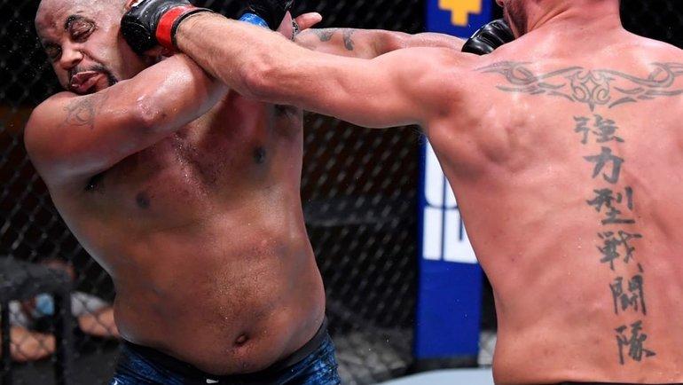 15августа. Лас-Вегас. Стипе Миочич (справа) против Даниэля Кормье. Фото UFC