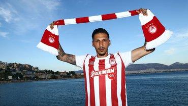 Защитник Холевас вернулся в «Олимпиакос»