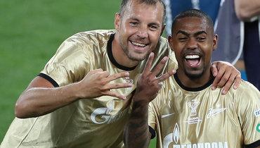 Малком (справа) иАртем Дзюба— три титула за «Зенит» впрошлом сезоне.