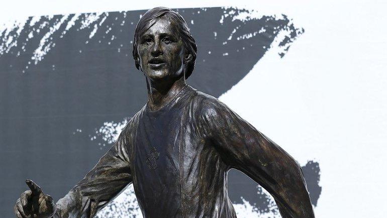 Памятник Йохану Кройфу. Фото Twitter