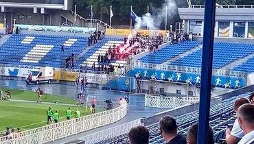 Фанаты киевского «Динамо» прорвались назакрытый матч УПЛ искандировали кричалки против Луческу