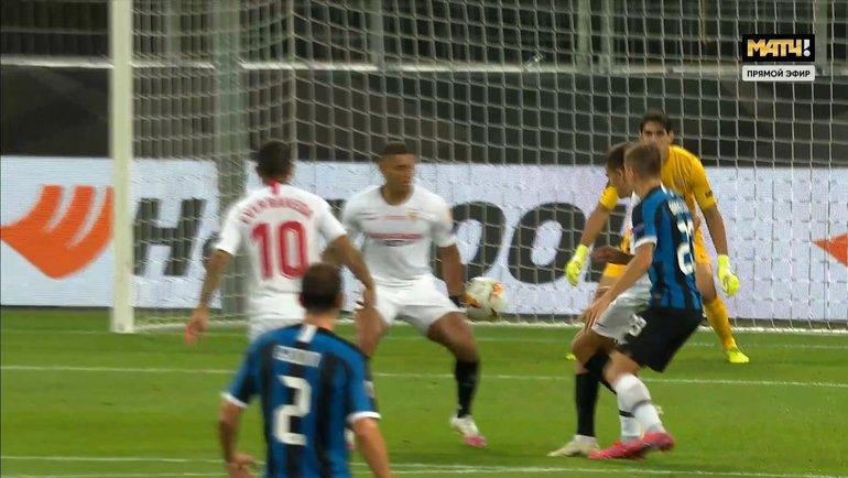 21августа. Кельн. «Севилья»— «Интер». Момент сненазначенным пенальти вворота испанской команды.