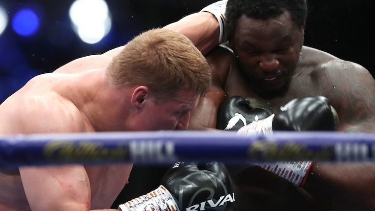 Александр Поветкин нокаутировал Диллиана Уайта. Фото Sky Sports.