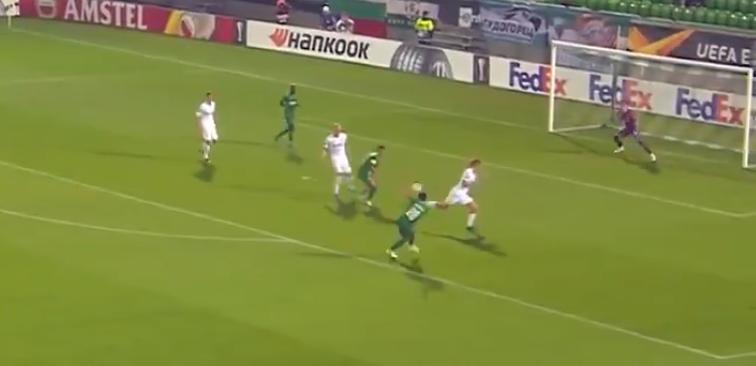Клаудиу Кешеру забивает гол в ворота ЦСКА. Фото Twitter