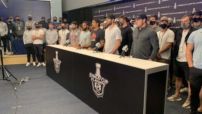 Выступление игроков НХЛ натему расизма вхоккее. Фото twitter.com/Avalanche