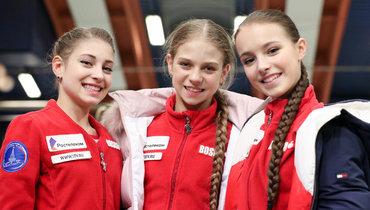 Алена Косторная (слева), Александра Трусова (вцентре) иАнна Щербакова.