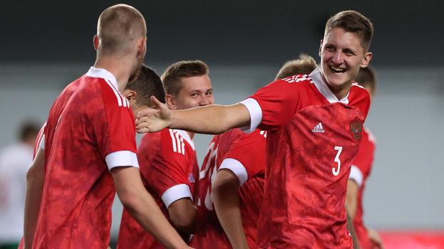4сентября. Химки. Россия U21— Болгария U21— 2:0. Российские игроки празднуют второй гол.