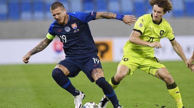 4сентября. Братислава. Словакия— Чехия— 1:3. Чех Алекс Крал (справа) против словака Юрая Куцки. Фото Reuters