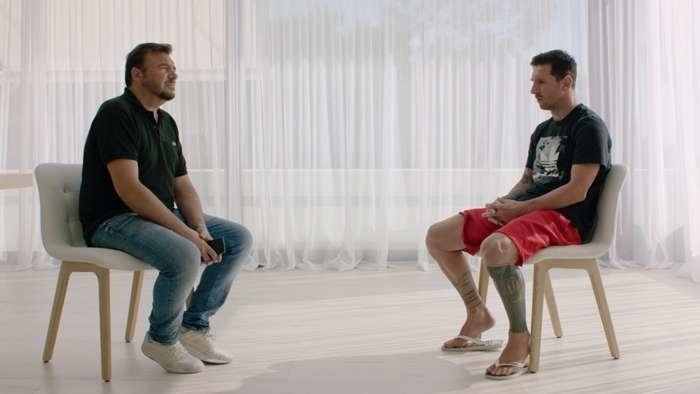 Лионель Месси вовремя интервью Goal.com.