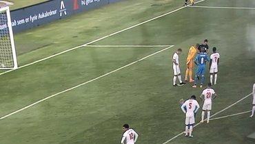 Игрок сборной Англии выкопал ямку перед пенальти сборной Исландии, Бьяднасон незабил