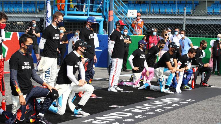 Акция против расизма перед началом гонки. Фото Reuters