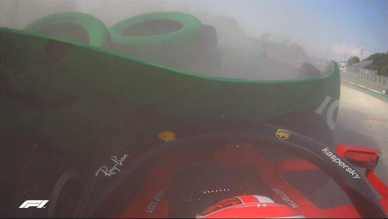 "Шарль Леклер после аварии. Фото ""Формула-1""."