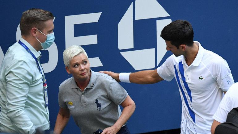 Новак Джокович попал мячом влайнсмена ибыл дисквалифицирован. Фото USA Today Sports