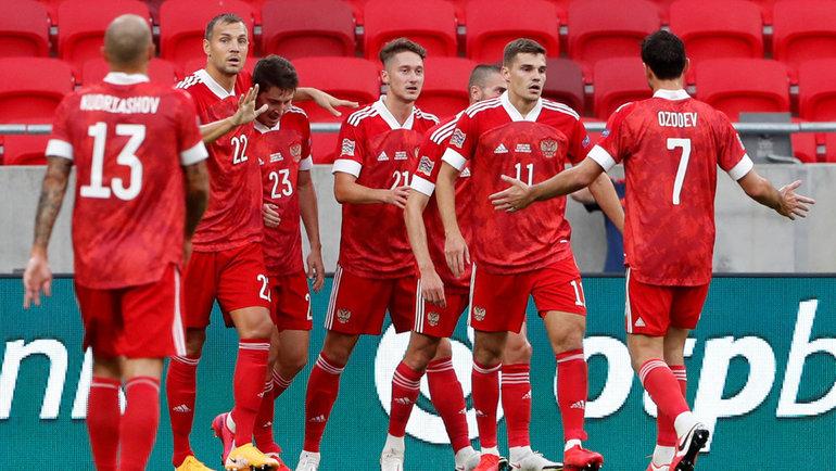 Игроки сборной России празднуют гол вматче сВенгрией. Фото Reuters