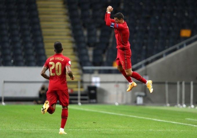 Криштиану Роналду иЖоау Канселу. Фото УЕФА.