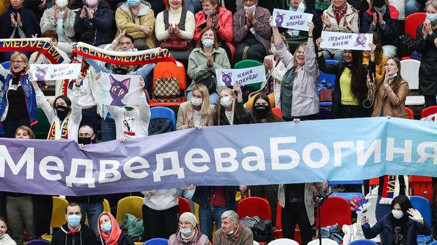 Фанатский сектор Евгении Медведевой. Фото «СЭ» / Canon EOS-1D X Mark II