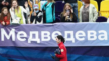 Королева Медведева, тандем Плющенко иИльиных, Тутберидзе усвоего баннера