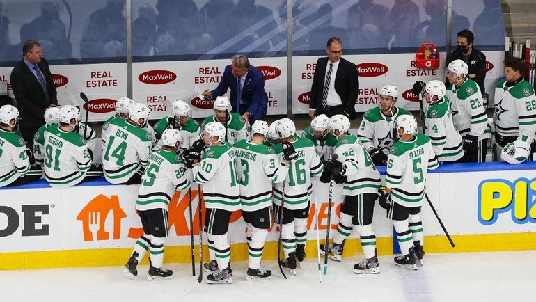 Рик Боунесс дает установку хоккеистам «Далласа». Фото USA Today Sports