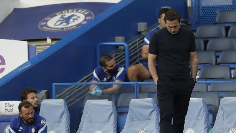 20сентября. Лондон. «Челси»— «Ливерпуль»— 0:2. Расстроенный Фрэнк Лэмпард (справа). Фото AFP