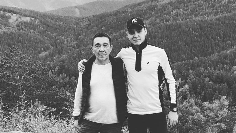 Алмаз Миргазов с отцом. Фото ФХМР