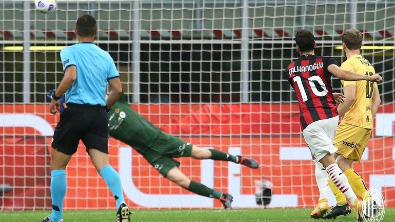 Гол Хакана Чалханоглу. Фото ФК «Милан».