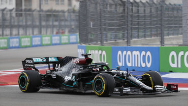 Хэмилтон выиграл квалификацию «Гран-при России» срекордом трассы