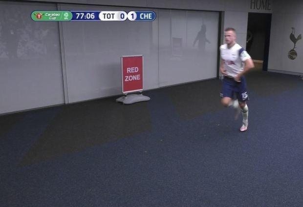 Эрик Дайер убежал враздевалку вовремя матча.